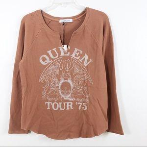Daydreamer Queen Tour '75 Crest Notch Neck Thermal
